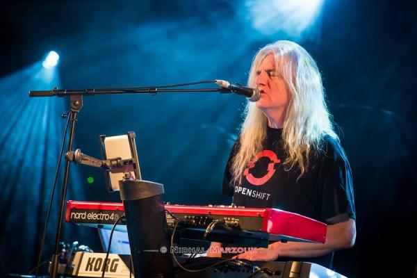 John Young, Progressive rock, Pendragon, Divan du Monde