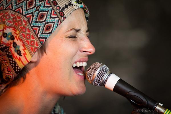 Alam, Marie chanteuse du groupe