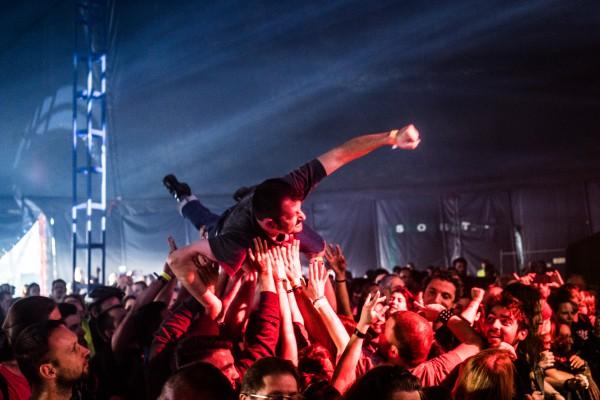 Festival, punk, rap, reggae, rock, toilettes sèches, sandwich saucisse