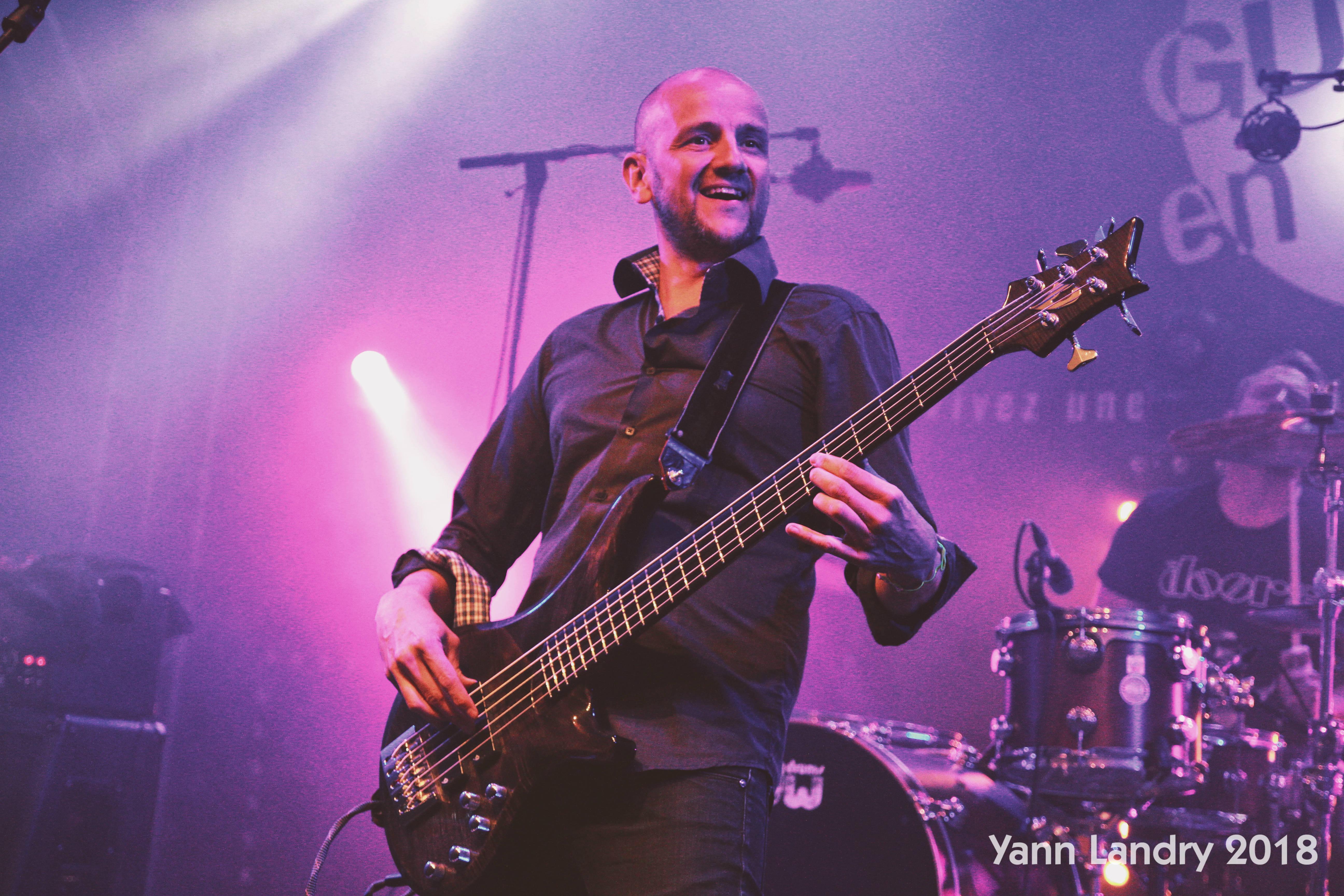 héhé je suis content, bande de chauves, placement de produit Steradent, basse, Blues, Yann Landry