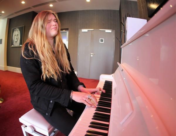 Tommy, Sabaton, Piano, Disney