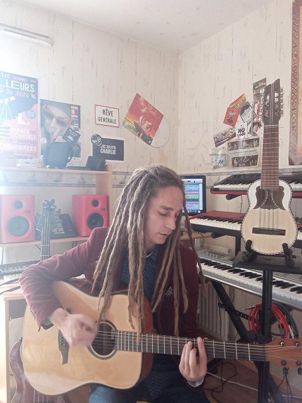 Babou à la guitare