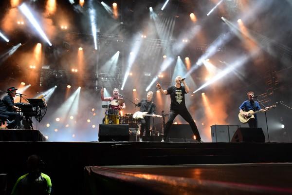 Midnight Oil, scène, tour