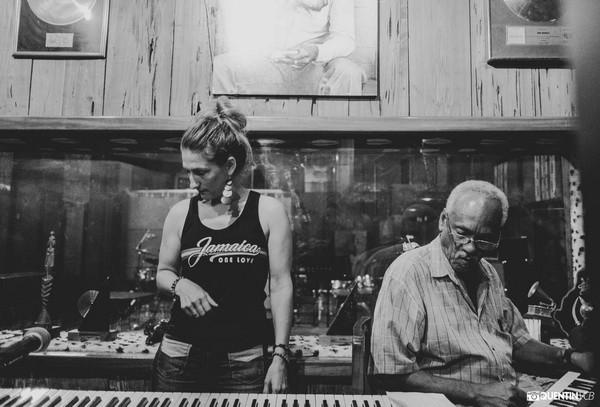 Delphine et Robbie Lyn -Tuff Gong Studios - Photo : Quentin VCB